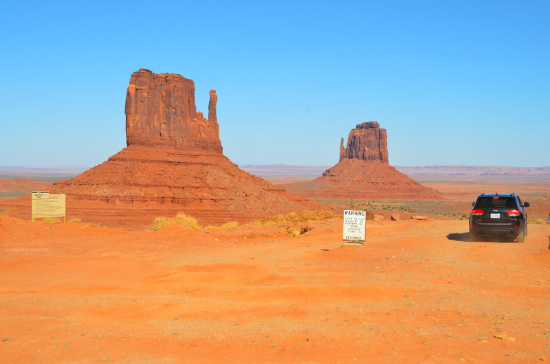 Warning sign, Monument Valley, Utah