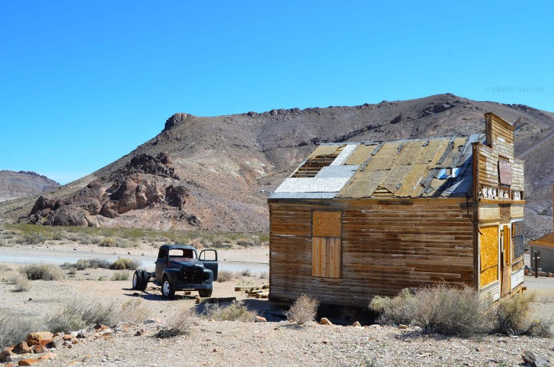 Shack and old car in Rhyolite ghost town