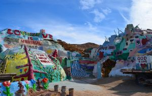 Salvation Mountain 03